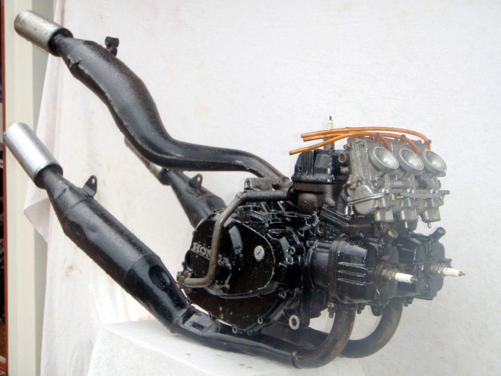 Honda MVX250F V3 2-Stroke Triple Cylinder Engine